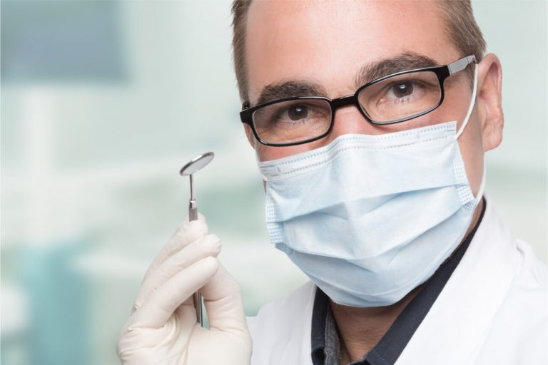 How to Choose a Dentist? (Ten Factors to Consider)